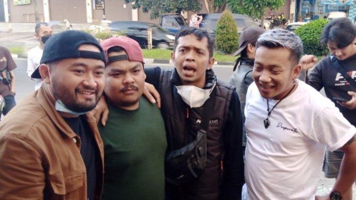Begini Ngabuburit Ala Pemain Preman Pensiun, Kocak dan Ramai di Pinggir Jalan BKR Bandung