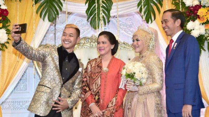 Presiden Jokowi dan Iriana selfie dengan Hanifan Yudani Kusumah serta sang istri Pipiet Kamelia
