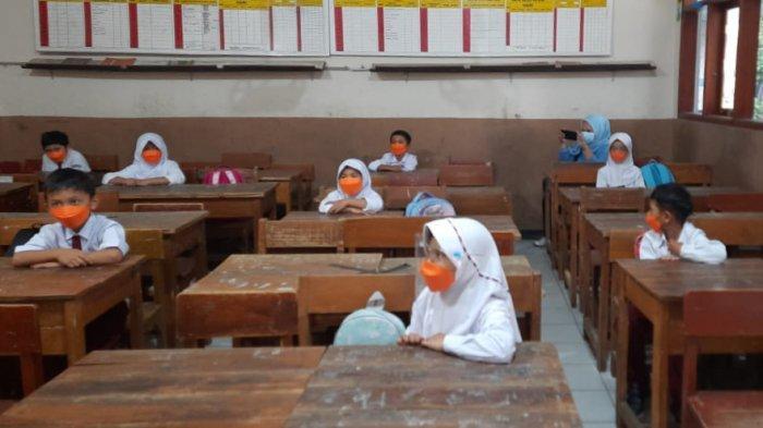 Wajah-wajah Ceria Anak-anak di Kabupaten Bandung yang Hari Ini Sudah Bisa Kembali Belajar di Sekolah