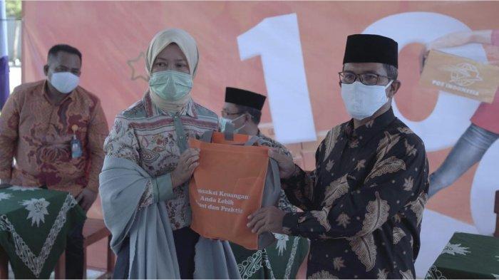 Direktur Bisnis Kurir dan Logistik PT Pos Indonesia (Persero) Siti Choiriana meresmikan secara langsung Agen Pos Pesantren di Pondok Pesantren Asy Syifa Muhammadiyah Blimbingrejo, Jepara, Jawa Tengah pada Jumat (23/4/2021).