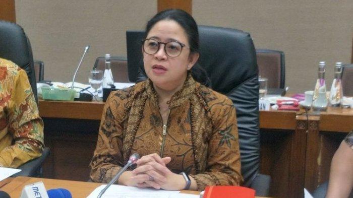 Ketua DPR Puan Maharani saat memberikan keterangan seusai Rapat Konsultasi pengganti Rapat Bamus di Ruang Komisi VII, gedung Nusantara I, Kompleks Parlemen, Senayan, Jakarta, Jumat (18/10/2019).