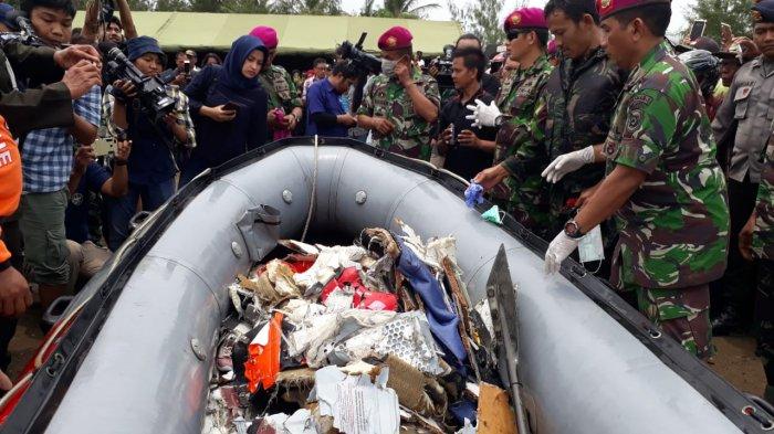 Begini Proses Pencarian Puing dan Korban Pesawat Lion Air yang Jatuh, Dipunguti Begitu Saja?
