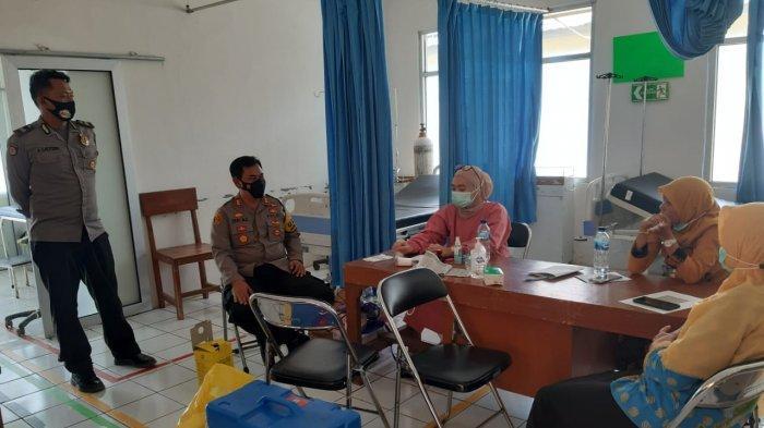 Dikawal TNI Polri, Warga Jampang Tengah Sukabumi Lakukan Vaksinasi Covid-19
