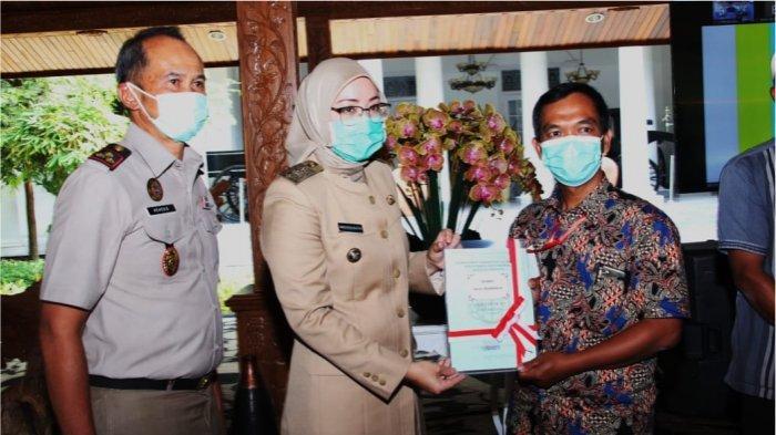 Pemkab Purwakarta Serahkan 8000 Sertifikat, Jamin Kepastian Hukum Kepemilikan Tanah