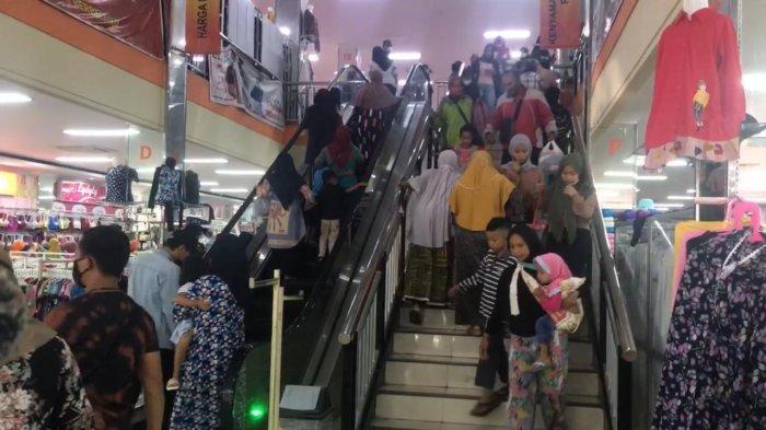 Jelang Lebaran, Pusat Perbelanjaan di Sukabumi Dipadati  Warga, Pengelola Usaha Diingatkan Wali Kota