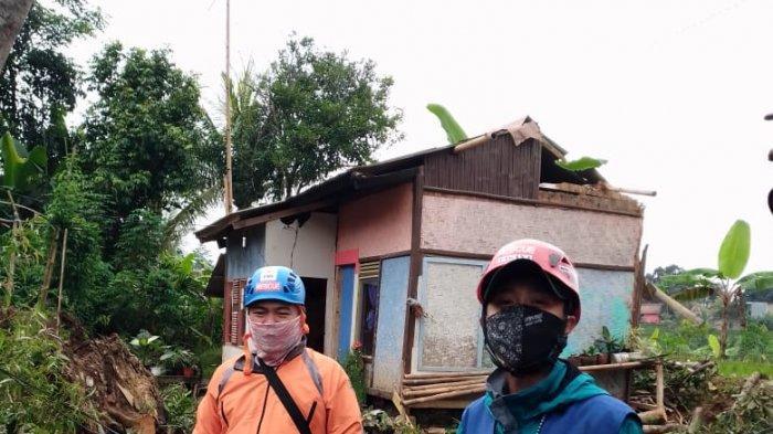 Angin Puting Beliung Terjang Sapu Cikalong Wetan, Satu Rumah Tertimpa Pohon Tumbang