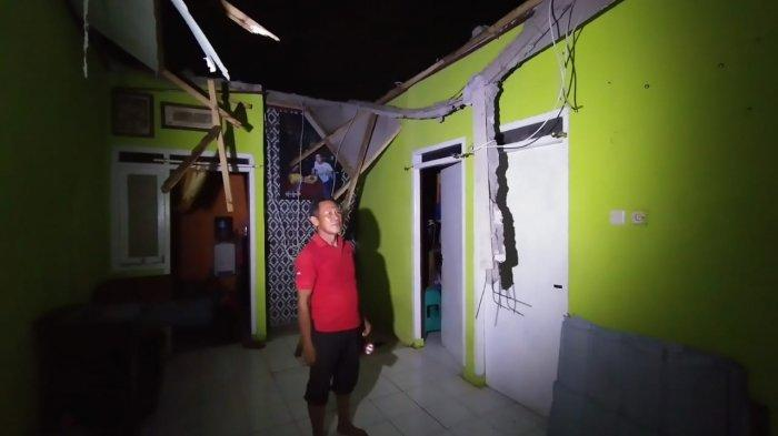 Dahsyatnya Puting Beliung di Karawang, Atap Puluhan Rumah Beterbangan, Banjir Juga Melanda