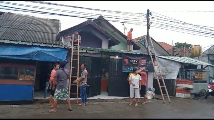 BREAKING NEWS Angin Puting Beliung Hantam Desa Linggar di Rancaekek, Terbangkan Atap Warga