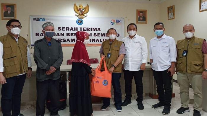 PWI Peduli Jabar dan BRI Sebar Bantuan bagi Warga Terdampak Pandemi Covid-19 di Jawa Barat