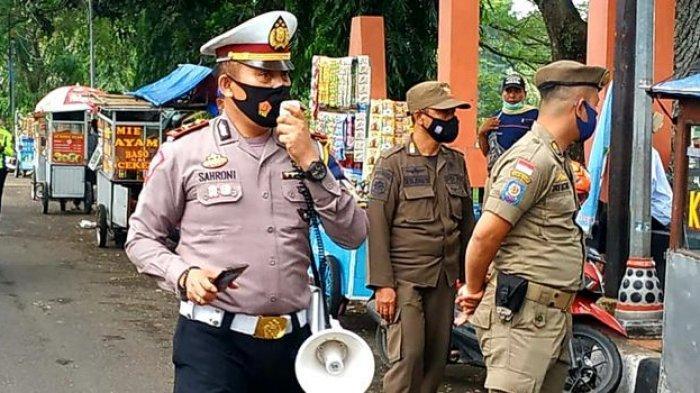 Pedagang Kaki Lima di Subang Harus Tutup Tempat Usaha Lebih Awal, Petugas Gelar Patroli