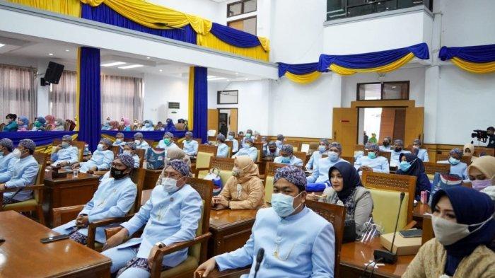Rapat Paripurna Gunakan Pakaian Adat, Telan Biaya Rp 129 Juta di Tengah Pandemi, Warga; Tidak Patut