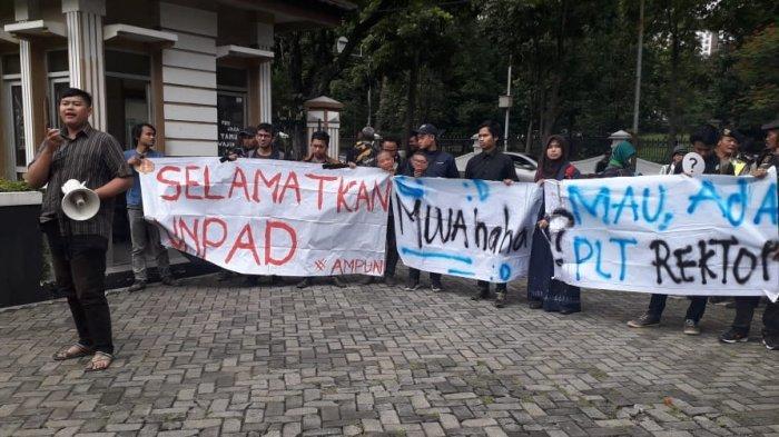 Ketua MWA Unpad Tak Hadir, Rapat Pleno Unpad Tak Jadi Digelar