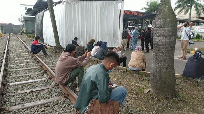 Rapid Test Antigen di Stasiun Kiaracondong, Penumpang Harus Antre hingga Tiga Jam