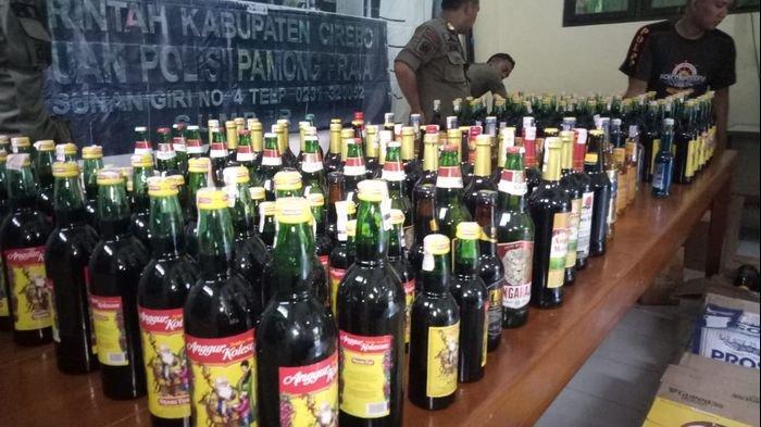 Jelang Tahun Baru 2020, Satpol PP Kabupaten Cirebon Amankan Ratusan Botol Miras