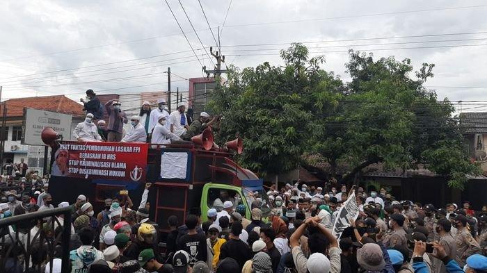 Minta Pimpinan Ormas FPI Rizieq Shihab Dibebaskan, Massa Datangi Mapolres Purwakarta