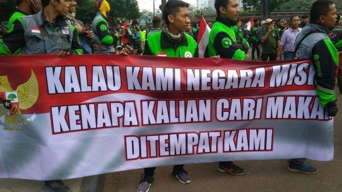Protes dan Tuntut Bos Taksi Malaysia Minta Maaf, Ratusan Pengemudi Ojek Online Unjuk Rasa di Bandung
