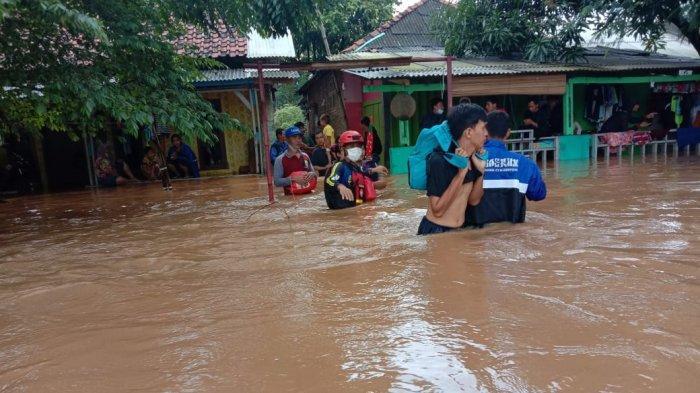 Hingga Senin Malam Ini, Banjir Merendam 30 Desa di Karawang, Lebih dari 5.000 Rumah Tergenang