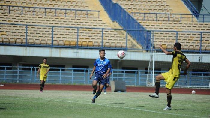 Ravil Shandyka Putra beraksi pada uji coba melawan Karawang United