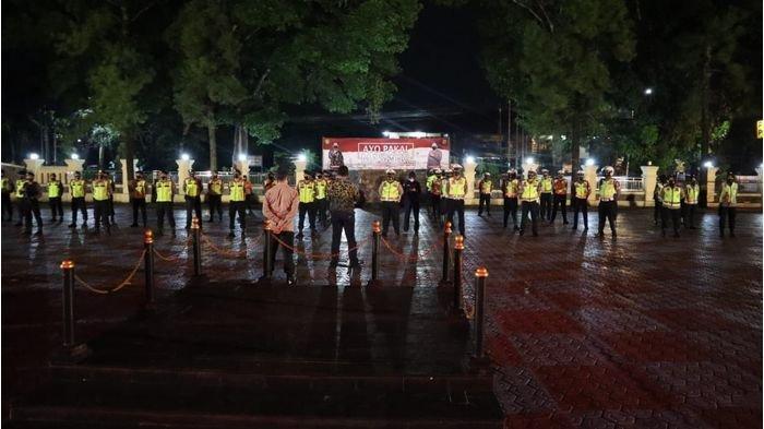 Untuk menjaga keamanan dan ketertiban masyarakat di masa pandemi Covid-19 pada malam Minggu, jajaran Polres Subang menggelar razia gabungan dengan prioritaskan protokol kesehatan, Sabtu (28/11/2020) malam.