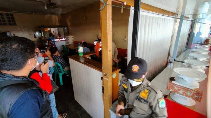 Satpol PP Razia Warung Nasi dan Restoran yang Buka Siang Hari Saat Ramadan, Pembeli Langsung Kabur