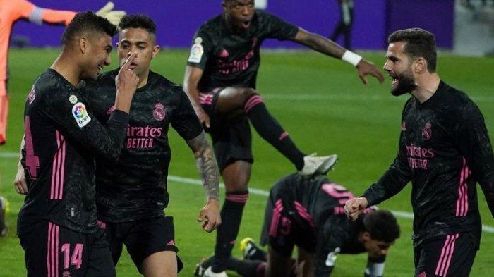 Para pemain Real Madrid merayakan gol ke gawang Real Valladolid