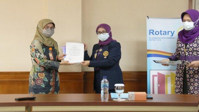 Rotary Club Bandung Kota Kembang Lantik Rektor Itenas Profesor  Meilinda Jadi Anggota Kehormatan