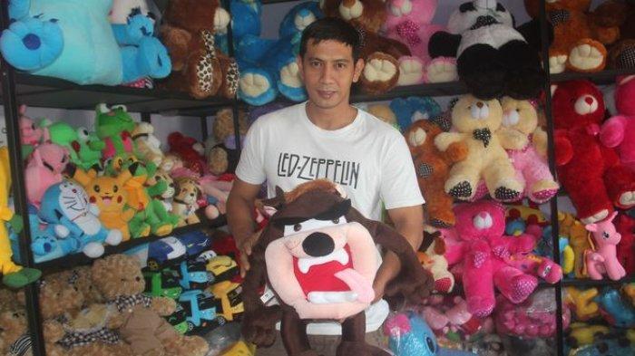 Kampung Boneka Sayati, Penjualnya Masih Menunggu Pembeli Eceran Meski Ada Larangan Mudik