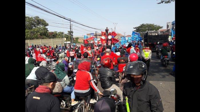 Tolak UU Cipta Kerja, Buruh Sumedang dan Bandung Bersatu, Habiskan Satu Ruas Jalan Bandung-Garut