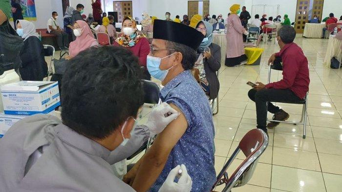 Saat Ramadan, Vaksinasi Covid-19 di Majalengka Digelar Malam Hari Seusai Tarawih, Ini Alasannya