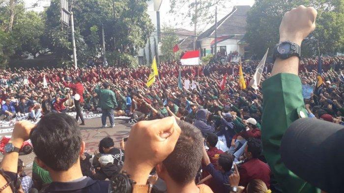 Ribuan Mahasiswa Bandung Tolak Revisi UU KPK dan RUU Lainnya, Long March ke Gedung Dewan