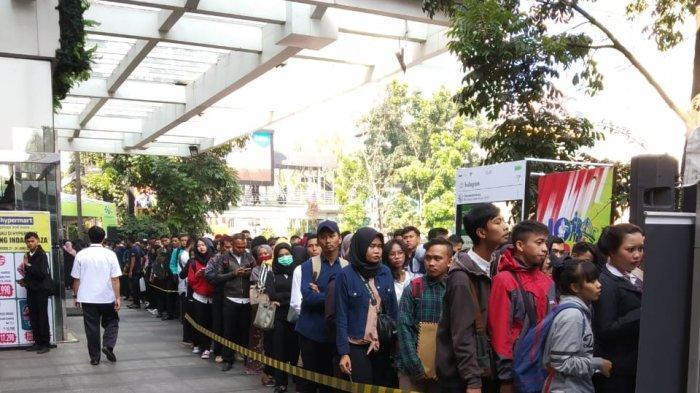 Ribuan Orang Antre dalam Bursa Tenaga Kerja di BIP Kota Bandung, Tersedia 4.000 Lowongan Kerja