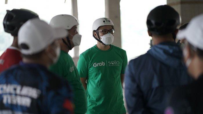 Richard Aditya saat peresmian kerja sama dengan Pemerintah Kota Surakarta untuk mewujudkan konsep Smart City melalui kendaraan listrik dan cloud kitchen.