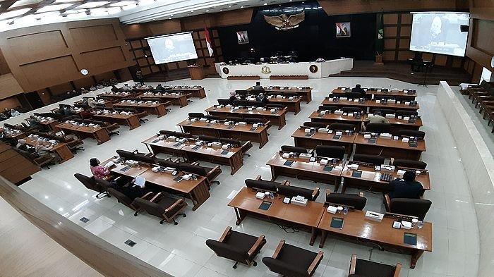 Gubernur Jabar Ridwan Kamil Sampaikan LKPJ, Laporan Itu Diwarnai dengan Peralihan 3 Kepemimpinan