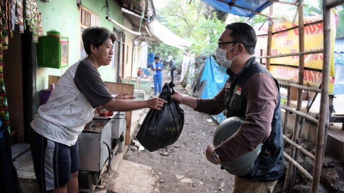 Ridwan Kamil Instruksikan Semua Pejabat Pemprov Blusukan ke Daerah Bagikan Bantuan dan Tangani Covid