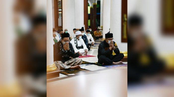 Anies Baswedan dan Ridwan Kamil Salat Subuh Berjamaah di Sumedang, Ada Acara Apa?
