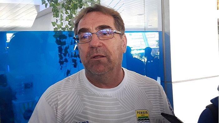 KRONOLOGI Gangguan Persib Selama di Malang versi Pelatih Robert Rene Alberts