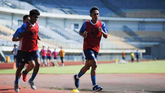 Robert Alberts setelah memimpin latihan Persib Bandung di Stadion Gelora Bandung Lautan Api (GBLA), Rabu (26/5/2021)
