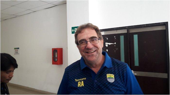 Robert Alberts Pastikan Pemain Persib Jalani Protokol Kesehatan Dalam Aktivitas Sehari-hari
