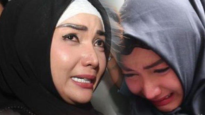 Roro Fitria Belajar Kenakan Hijab Hingga Rutin Baca Alquran di Balik Jeruji Besi