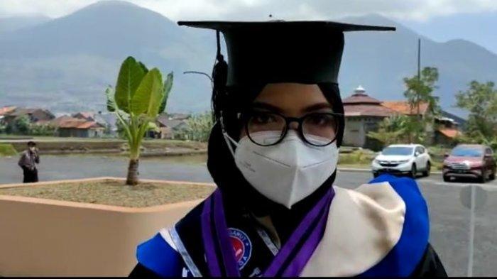 Berjuang Melawan Kanker Sejak SD, Nyaris Putus Asa, Mahasiswi Uniga Ini Jadi Lulusan Terbaik
