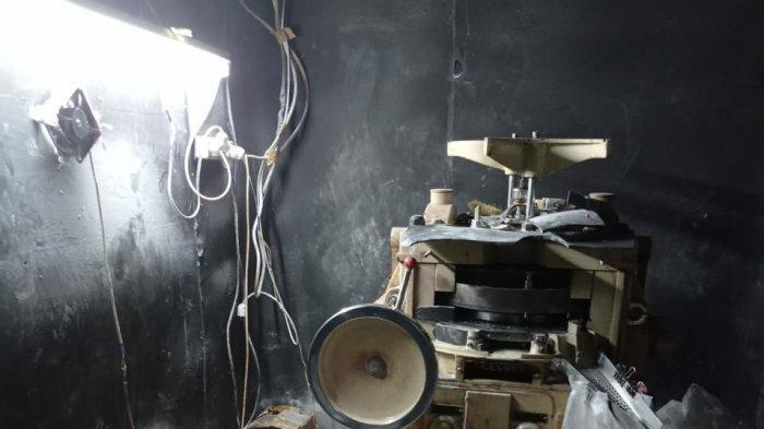 Pabrik Pil Terlarang di Kota Tasik Digerebek, Terungkap Tempat Pembuatan Pil Dibuat Kedap Suara