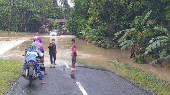 Diguyur Hujan Deras, Ruas Jalan Provinsi di Ciemas Sukabumi Terendam Banjir