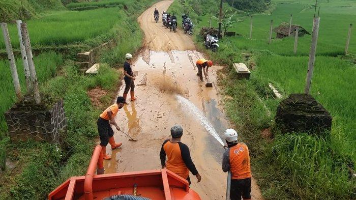 Sempat Lumpuh, Jalan Penghubung Sukamantri-Panawangan Ciamis Sudah Bisa Dilalui Lagi