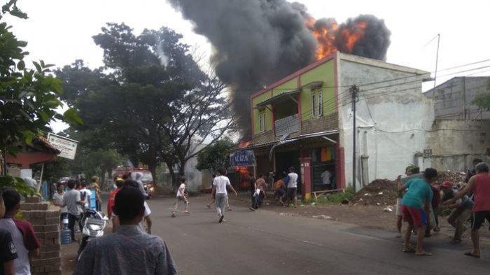 Ruko Gudang BBM Terbakar dan Terdengar Ledakakan, Arus Jalan Cianjur-Cibeber Sempat Terputus