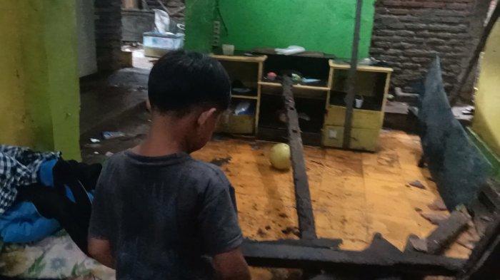 Memprihatinkan, Begini Kondisi Rumah Reyot Tempat Tinggal Kakak Beradik Yatim di Indramayu, Ambruk