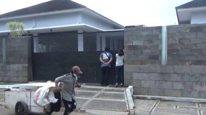 Sebelum Ditahan KPK, Aset Azis Syamsuddin di Rumah Pribadi Dikeluarkan, Termasuk Dua Kendaraan Ini