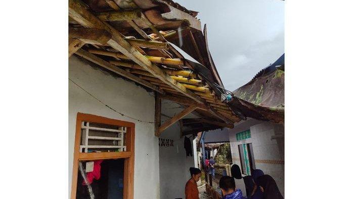 Belasan Rumah di Jampangtengah Sukabumi Rusak Akibat Diterjang Angin Kencang, Satu Musala Terdampak