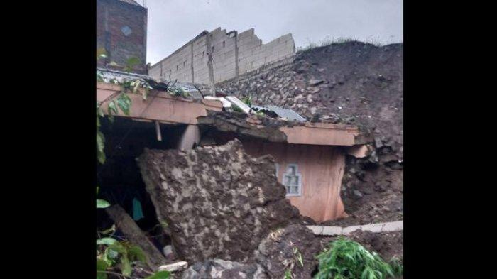 Dua Rumah di Ngamprah KBB Rusak Berat Akibat Tertimpa Tanah Longsor, Empat Orang Terluka