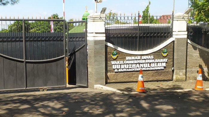 Diskar PB Kota Bandung Bergerak dan Lakukan Penyemprotan Disinfektan di Rumah Dinas Wagub Jabar