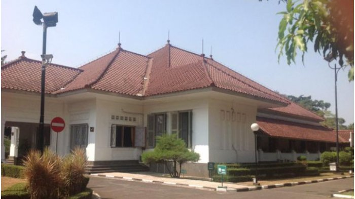 Rumah karya Soekarno di bagian selatan pendopo Kota Bandung di Jalan Dalem Kaum yang dibangun pada tahun 1935.